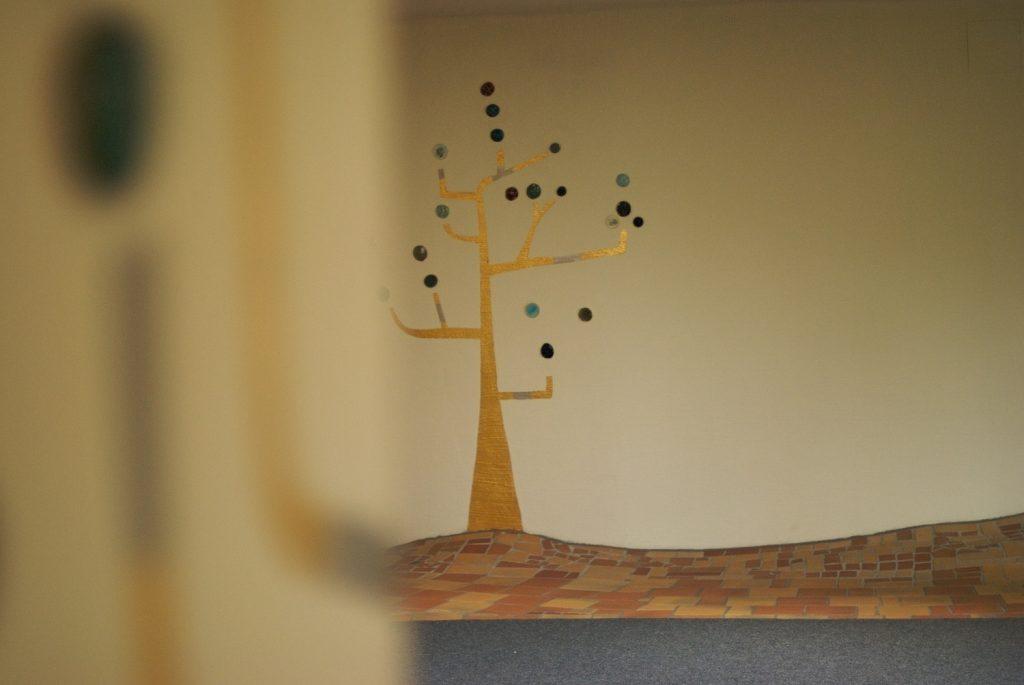 Lebensbaum Keramik Früchte ©Rogner Bad Blumau