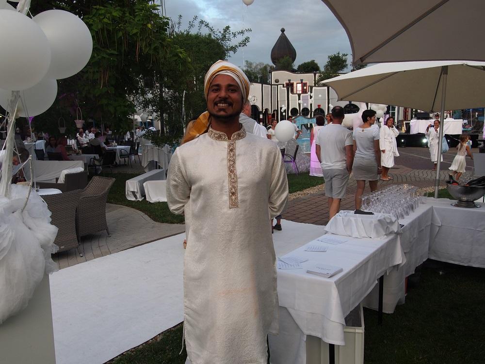 Vedischer Meister Anand Einfach weiß - eine weiße nacht im Rogner Bad Blumau