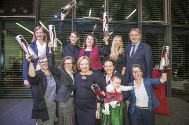 Ausgezeichnet wurden die Sieger von Ministerin Juliane Bogner-Strauß, LR Barbara Eibinger-Miedl, WKO-Chef Josef Herk und Initiatorin Ridi Steibl. © Foto Fischer