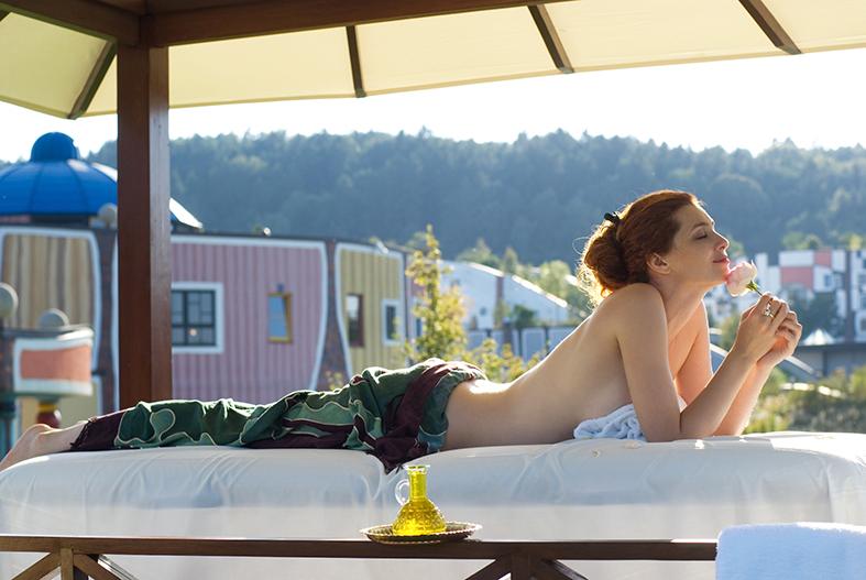 Sommermassage im Freien © Rogner Bad Blumau
